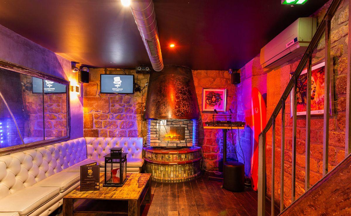 Gentleman Pub #9